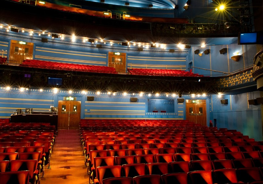 Uk London Cambridge Theatre Theatrecrafts Com