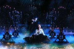 Geronimo-Rauch-as-The-Phantom-and-Harriet-Jones-as-Christine-in-Phantom-of-the-Opera.-Photo-credit-by-Johan-Persson-2