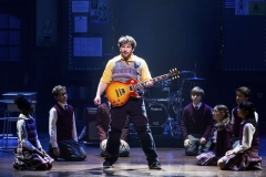 Alex_Brightman_and_the_kids2