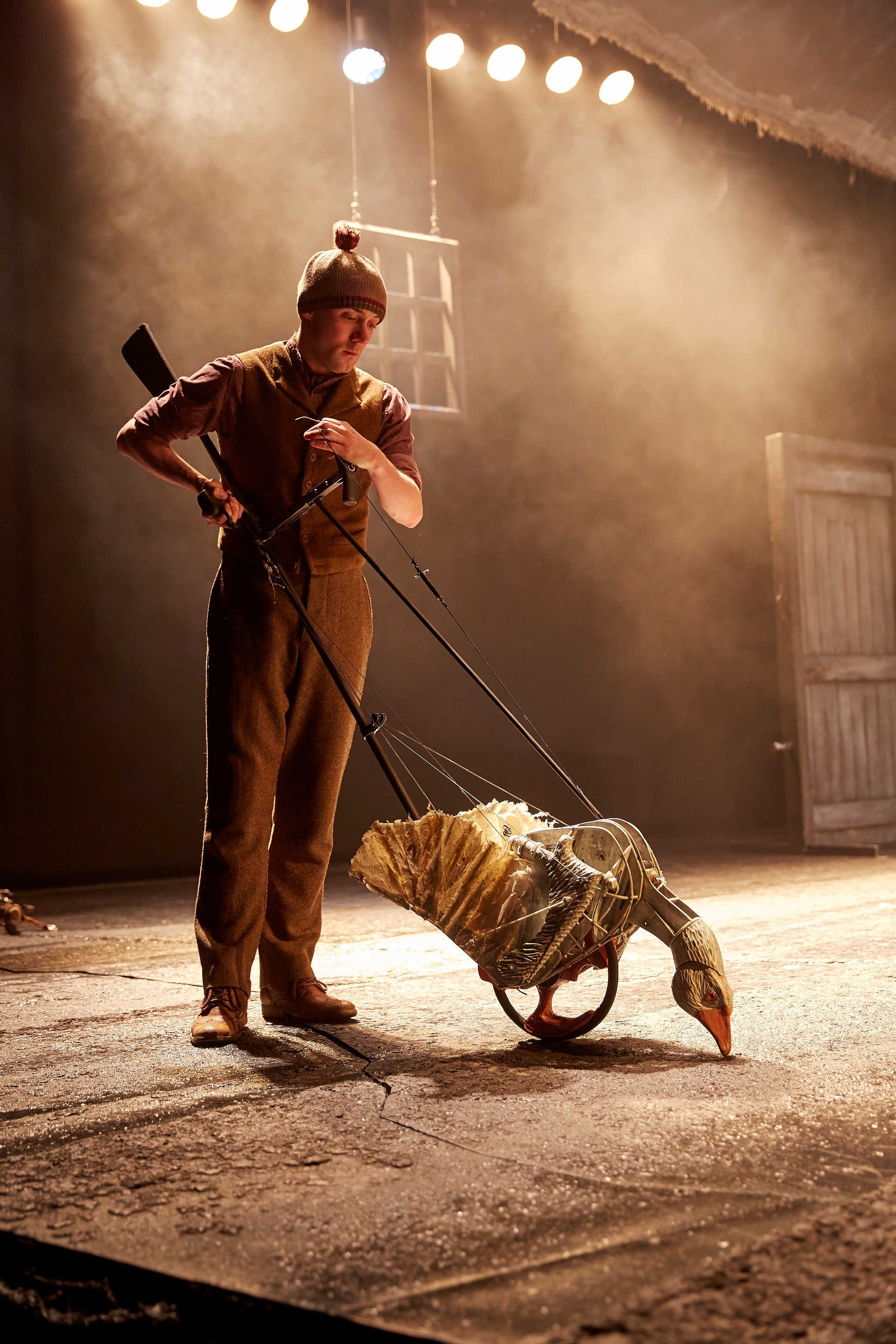 photo flash cast national theatres war horse